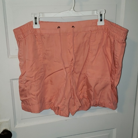 Old Navy Pants - Adorable shorts
